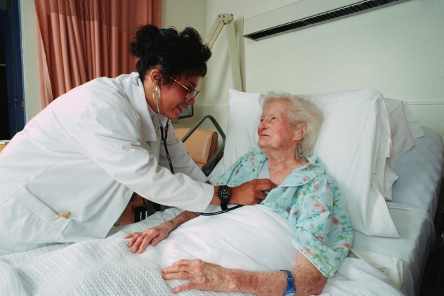 elderly-woman-in-hospital-bed-e1378823616240